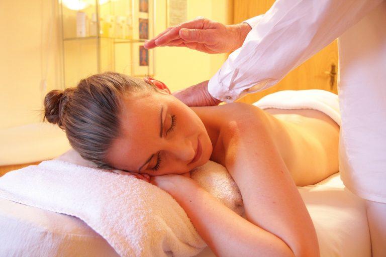 massage mutuel pour apaiser son esprit en temps de pandémie